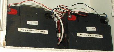 Nagyobb kapacitású akkumulátorok egy központi dobozban