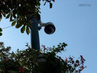 Speed dome kamera a szekszárdi Béla téren (Fotó: Oktel Kft.)