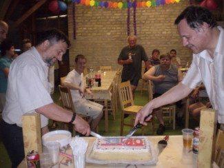 A tortából mindenkinek jut egy szelet