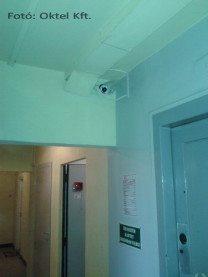 Társasházi megfigyelő kamera