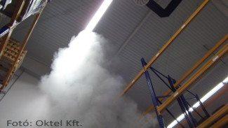 Ipari csarnokban jelentkező füst