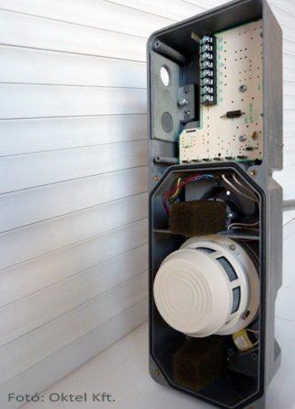 A System Sensor DH400 légcsatorna füstérzékelő háza fedél nélkül
